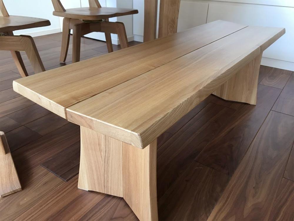 ダイニングテーブルのベンチ
