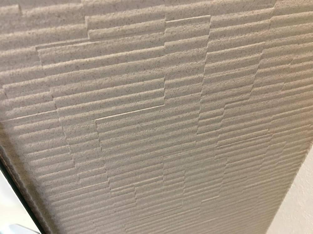Web内覧会-玄関脇のセカンド洗面台(鏡の後ろの壁紙)