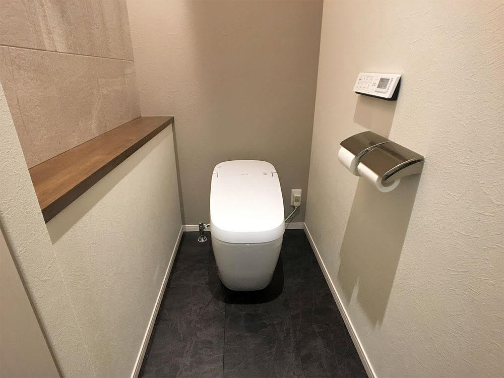 Web内覧会-1階トイレの中(便器周り)