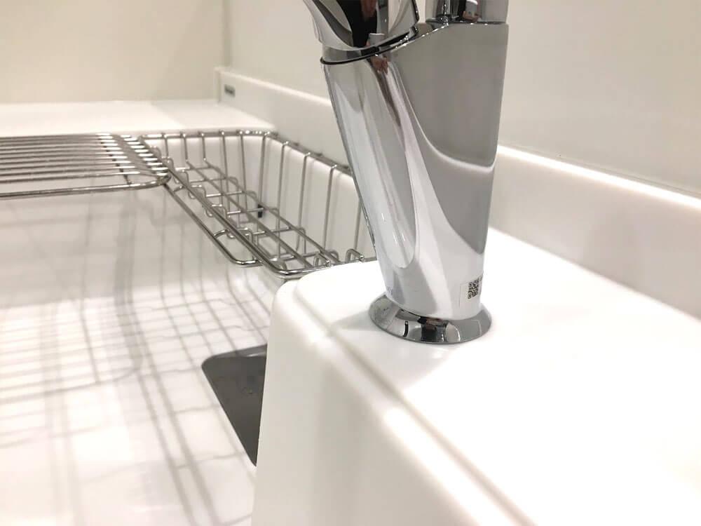 リクシルのタッチレス水栓「ナビッシュ」水栓の根元