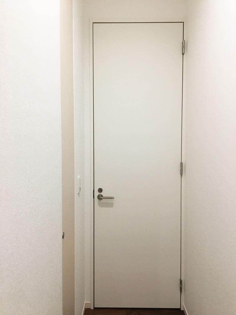 標準より幅が狭いトイレのドア